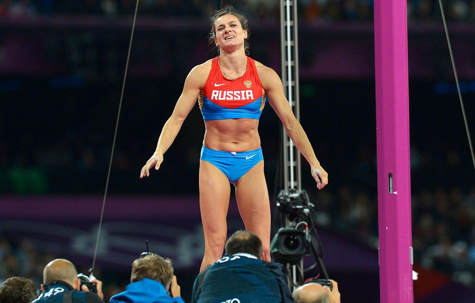 VIL TIL RIO: Jelena Isinbajeva vant OL-gull i 2004 og 2008, men måtte ta til takke med bronsemedaljen i London-OL (bildet). Nå truer Russlands stavdronning IAAF og IOC med søksmål hvis hun nektes deltakelse i Rio-OL.