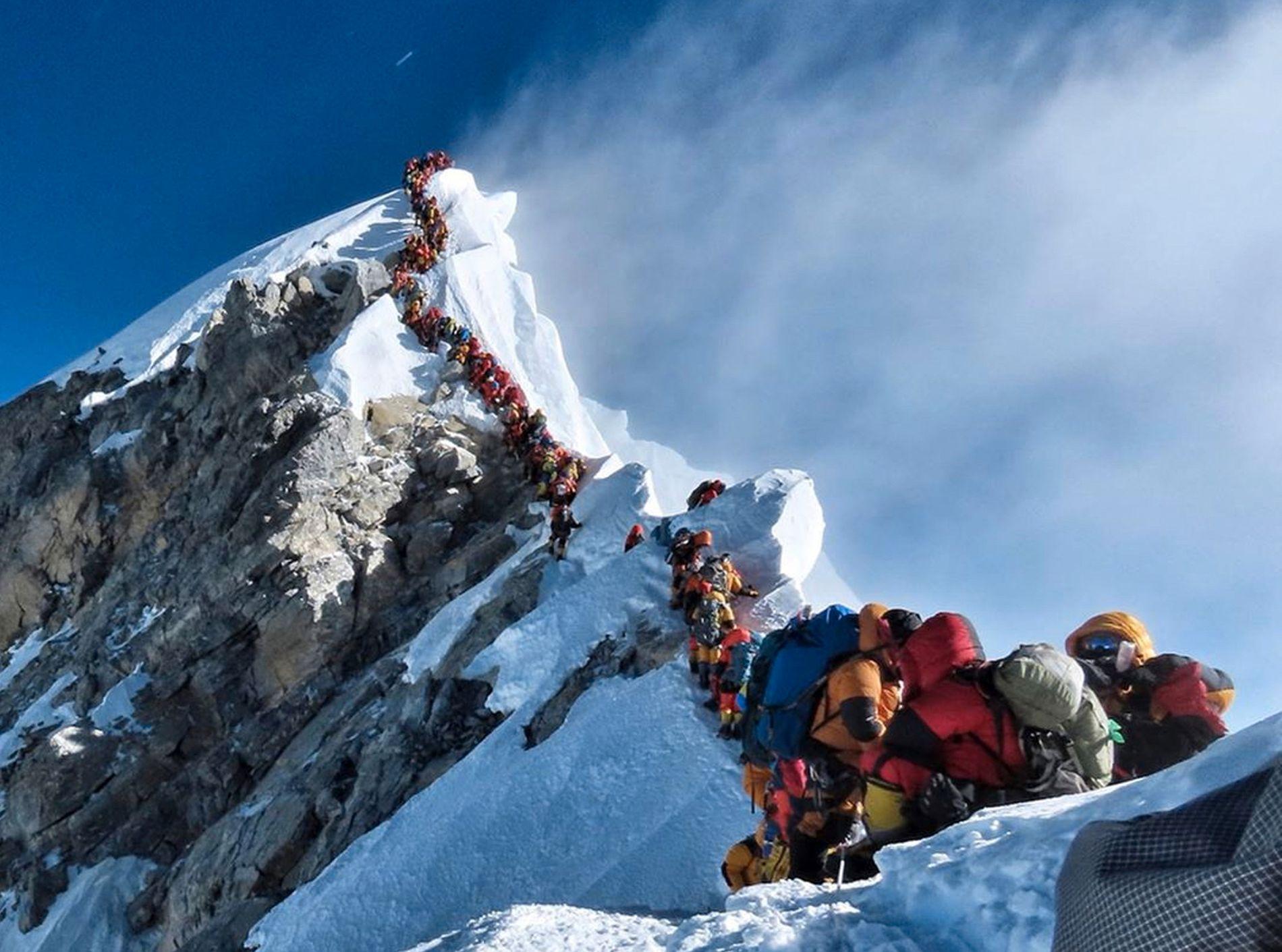 Dette bildet av de lange køene på Mount Everest under årets klatresesong, har gått verden rundt. Foto: Nirmal Purja / Nimsdai Project Possible / AP / NTB scanpix.