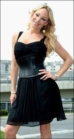 KAN POSERE: Charlotte har vært med på GP-sirkuset før. I 1999 vant hun hele showet. Her i Beograd før hun skal i ilden igjen. Foto: CATHERINE GONSHOLT IGHANIAN