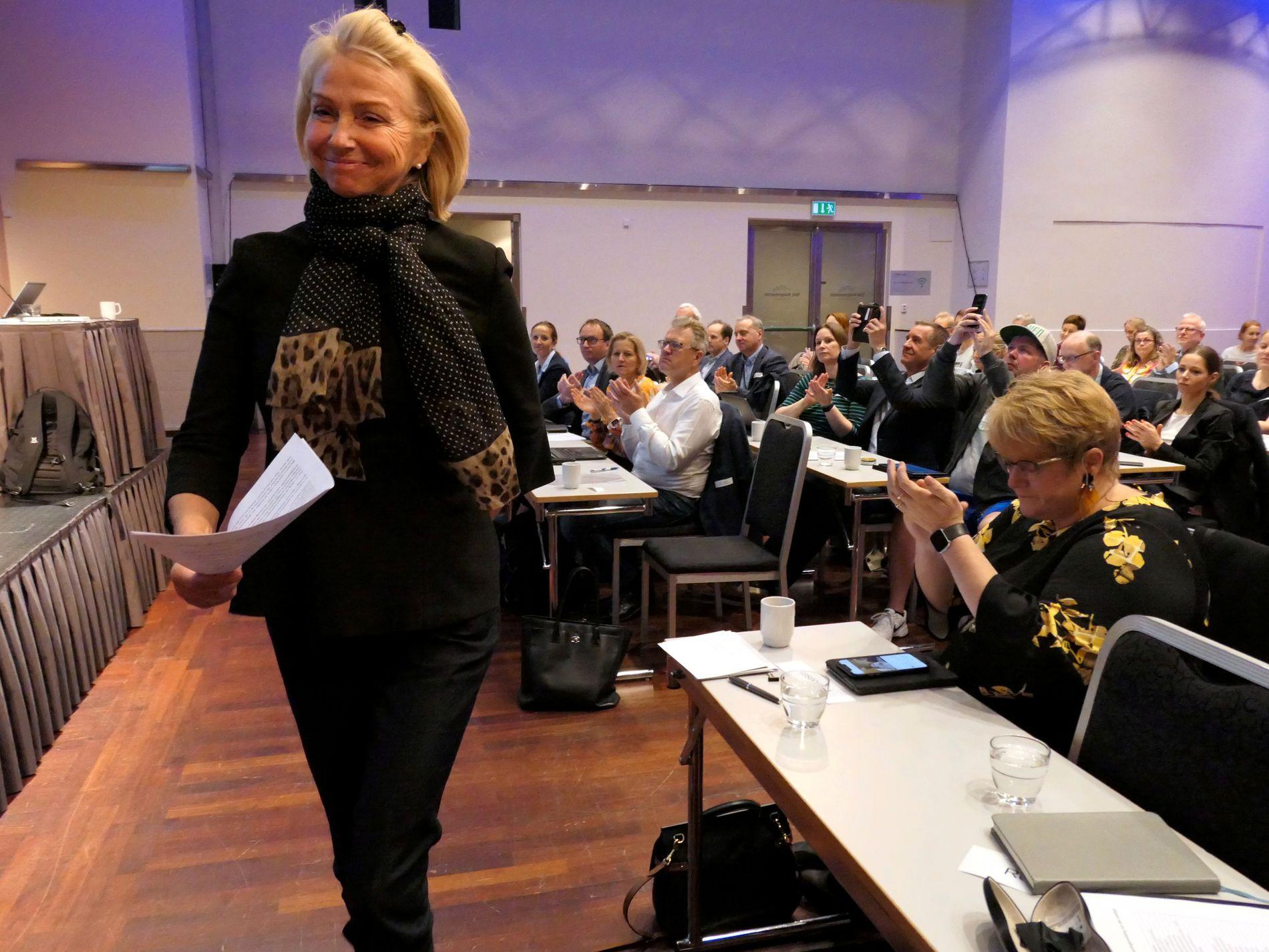 Kulturminister Trine Skei Grande tar til orde for fritidskortet, men Berit Kjøll har i liten grad fått partiene til å diskutere idrett i valgkampen.