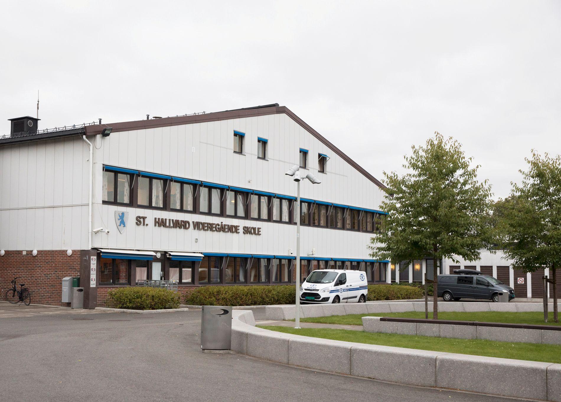 SKJEDDE VED SKOLE: Knivstikkingen skjedde ved St. Hallvard videregående skole i Lier i Buskerud.
