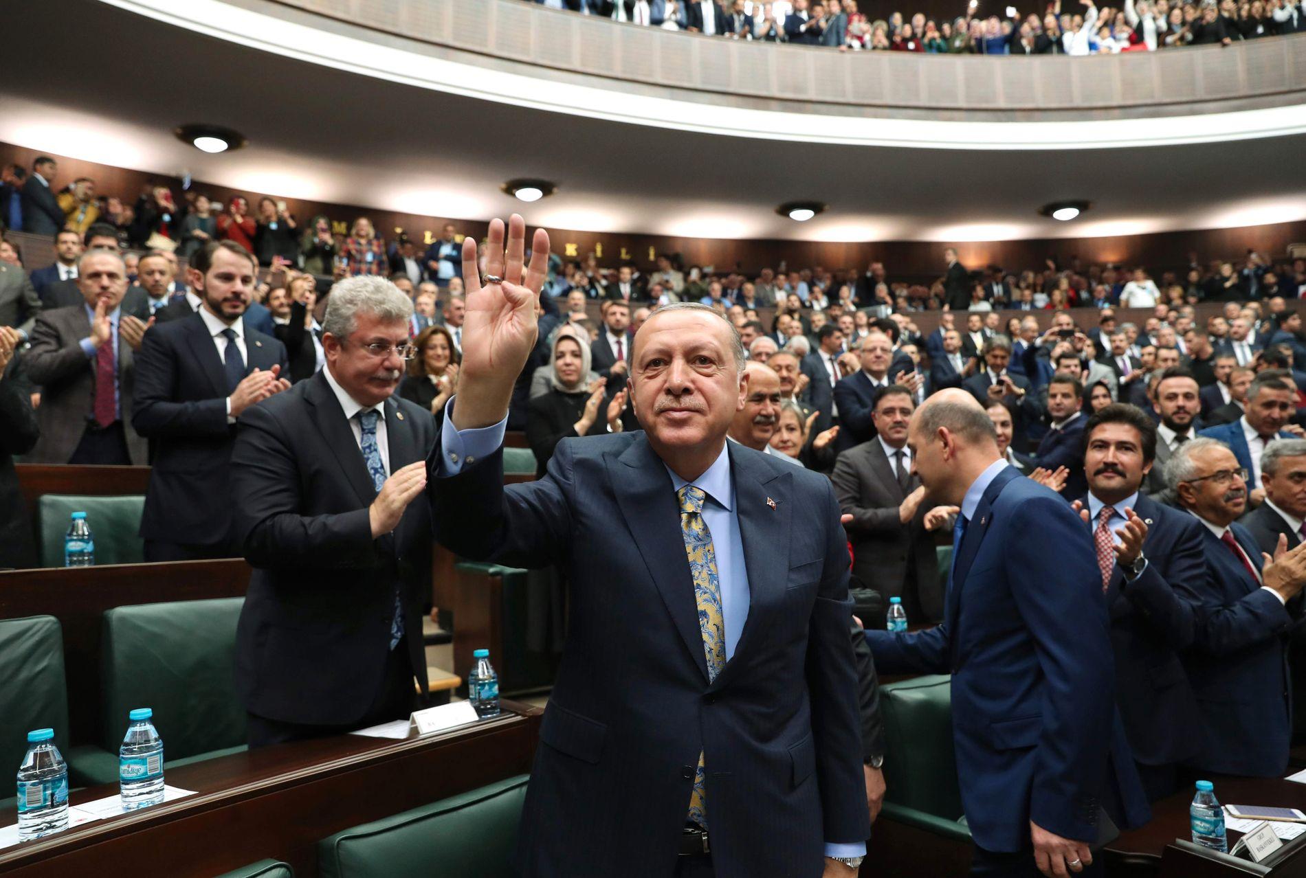BER OM SVAR: Tyrkias president Recep Tayyip Erdogan talte i nasjonalforsamlingen og krevde svar fra Saudi-Arabia etter drapet på journalist Jamal Khashoggi.