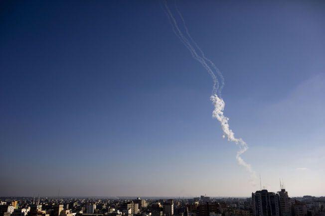 VÅPENHVILEN BRUTT: Kun timer før den tre dager lange våpenhvilen mellom israelerne og palestinerne var omme, ble to raketter skutt ut fra Gaza mot mål i Israel, ifølge israelske militære myndigheter. Her fra en rakettutskytning i Gaza 31. juli.