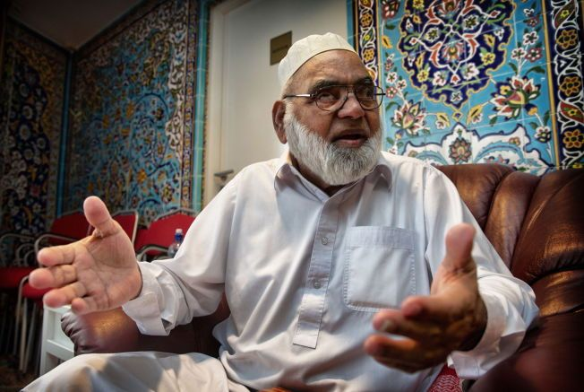 GLEDER SEG: Haji Wila Yat-Hussain som VG snakket med i Central Jam-e-moskeen på Grønland mener årets fredspris er spesielt viktig for kvinner.