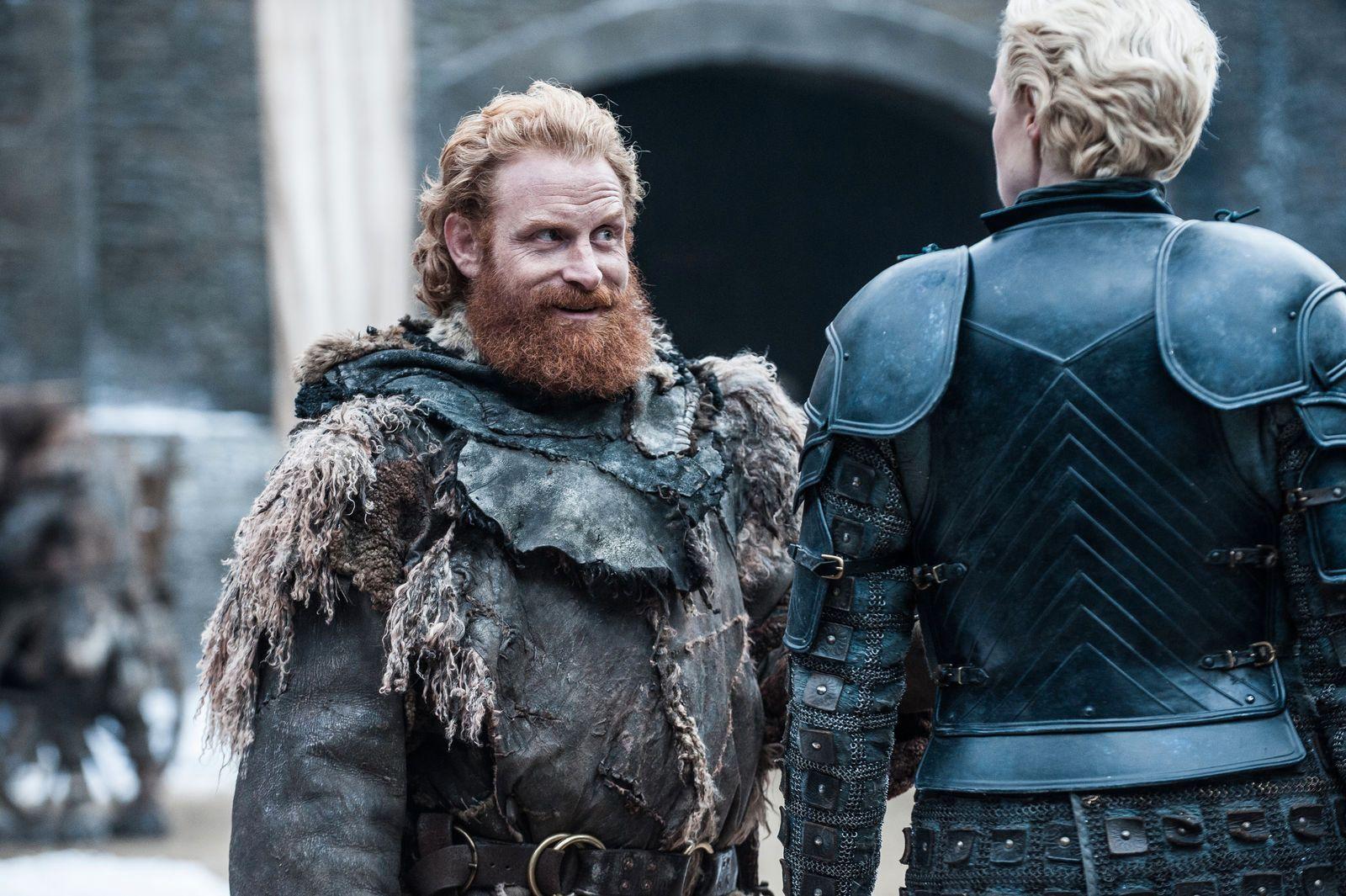 SENTRALE ROLLER: Kristofer Hivju som Tormund Giantsbane og Gwendoline Christie som Brienne of Tarth, her i sesong syv av den populære serien.