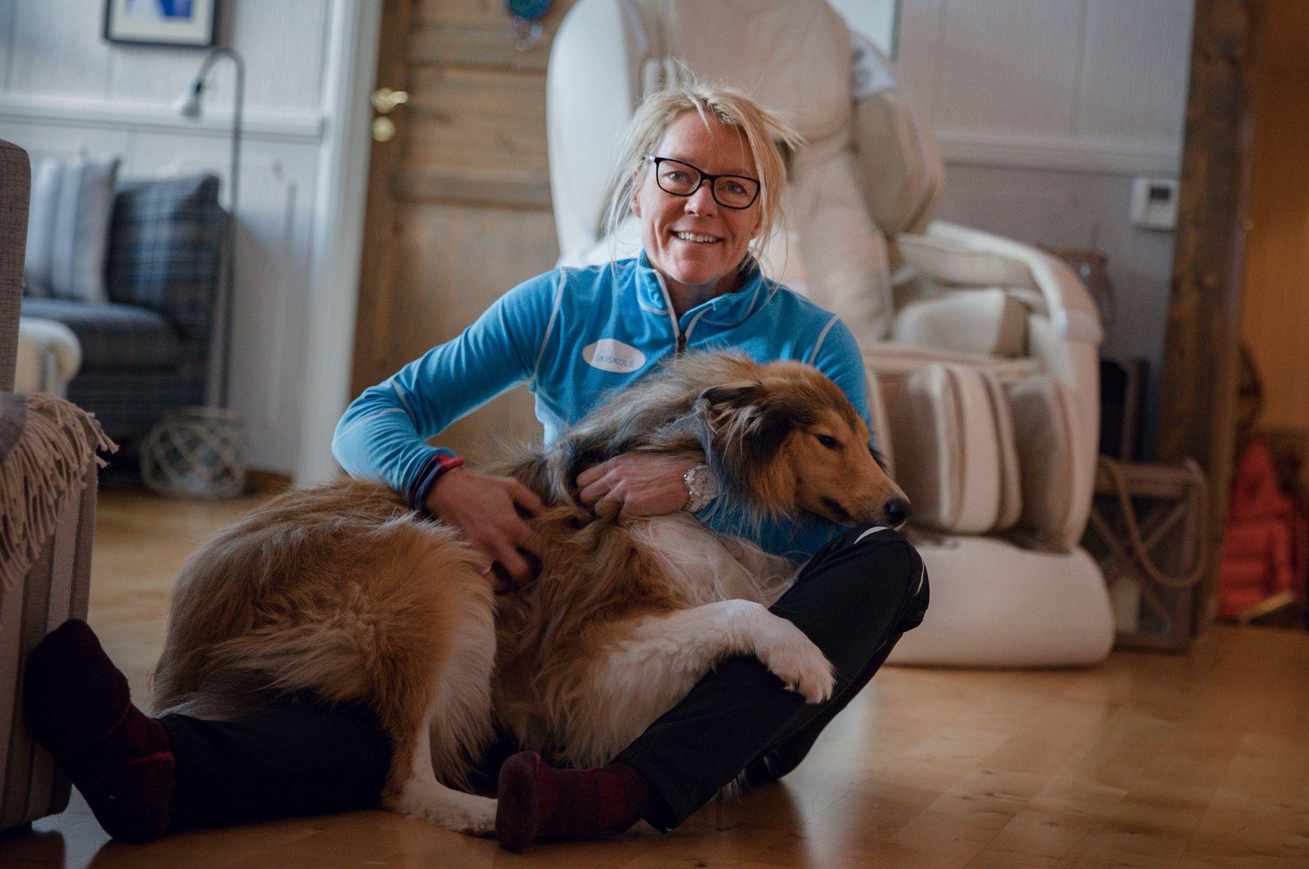ULV I NÆRMILJØET: Anita Moen med hunden Max hjemme i Trysil. Hun tør ikke ta ham med ut på trening når det er mørkt.