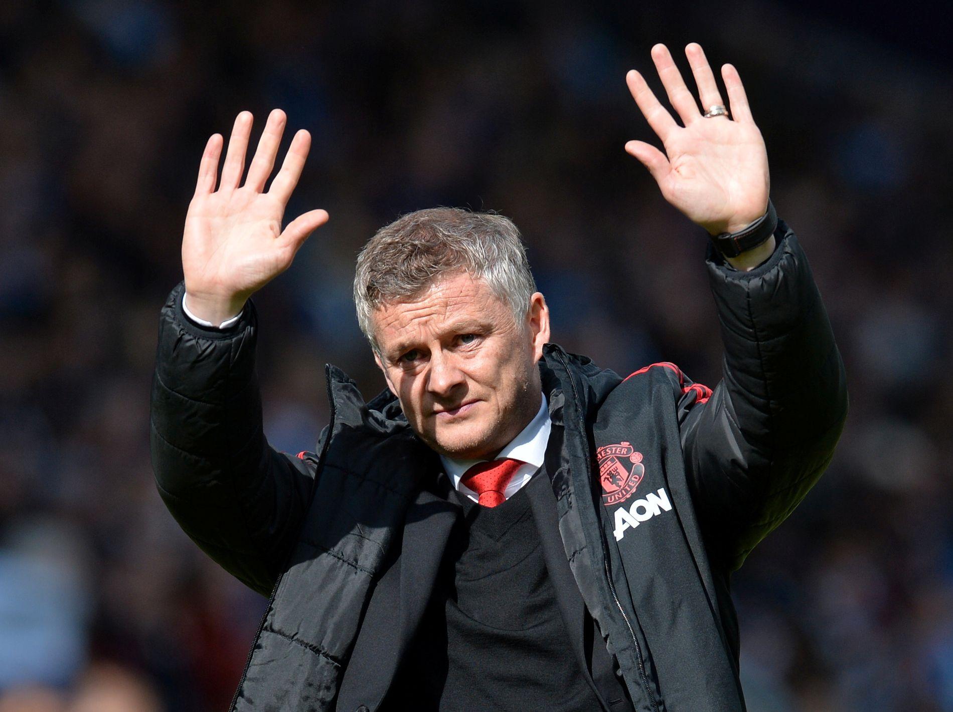 SORRY, FOLKS! Ole Gunnar Solskjær var borte hos Uniteds trofaste supportere, men selv blant dem kunne man merke fortvilelsen etter bare 1–1 mot Huddersfield.