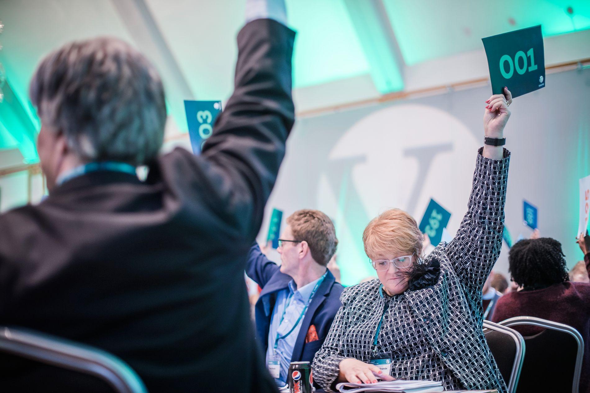 STEMTE FOR TAXFREE: Trine Skei Grande og resten av Venstre-landsmøtet.