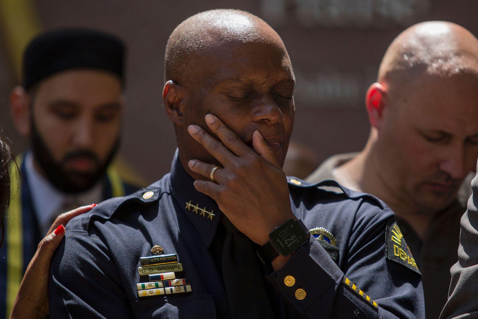 PREGET: Politimester David Brown var sterkt preget av det tragiste angrepet der fem politimenn fra Dallas-politiet ble drept.