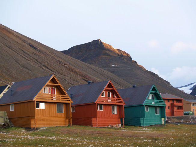 RAMMET DISSE: Dette er spisshusene i Longyearbyen. Bildet er tatt rundt 2008.