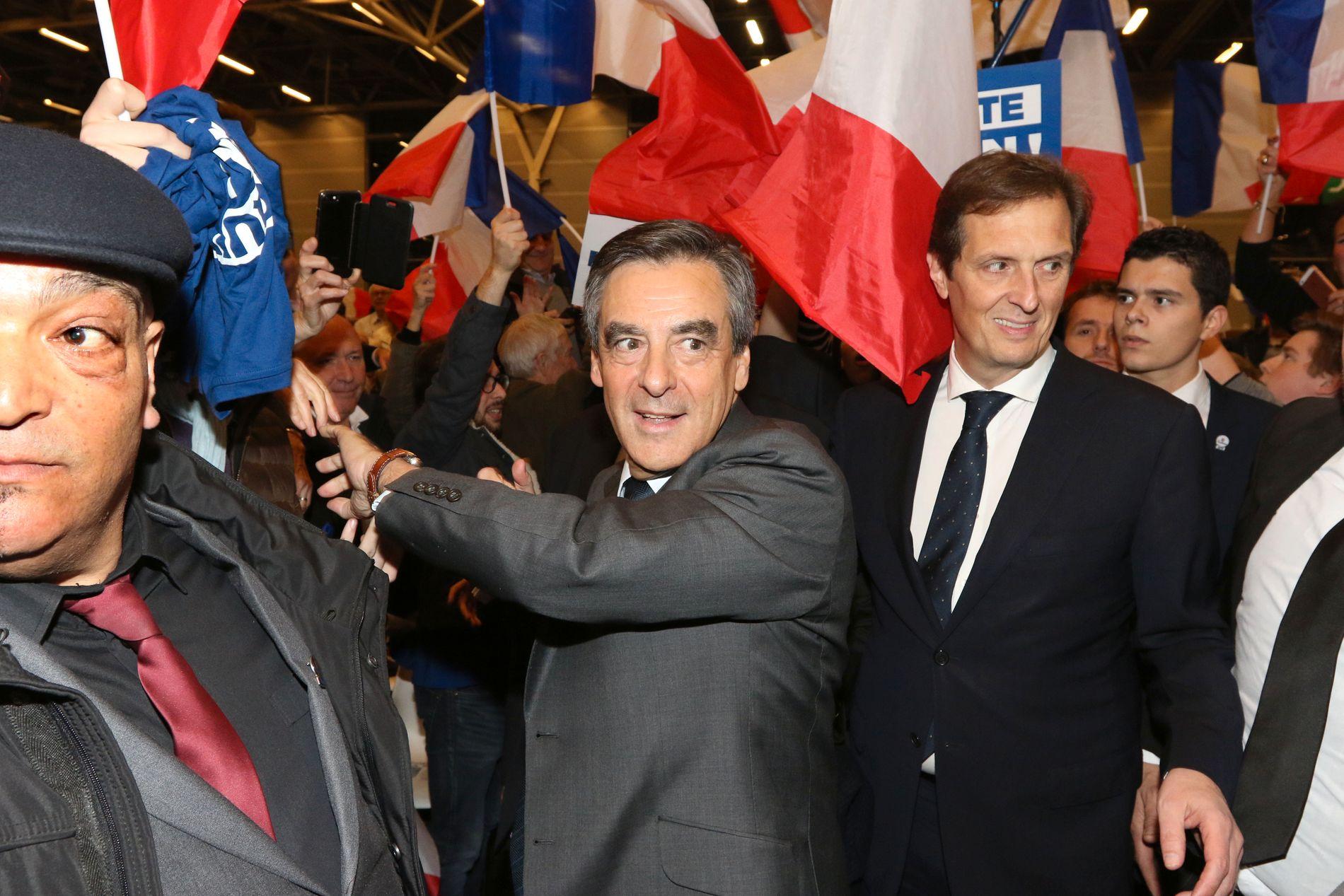 SLO UT JUPPÉ: François Fillon var statsminister under president Nicolas Sarkozy fra 2007 til 2012 og er nå presidentkandidat for 2017. Han har også vært arbeidsminister, utdanningsminister og transportminister.