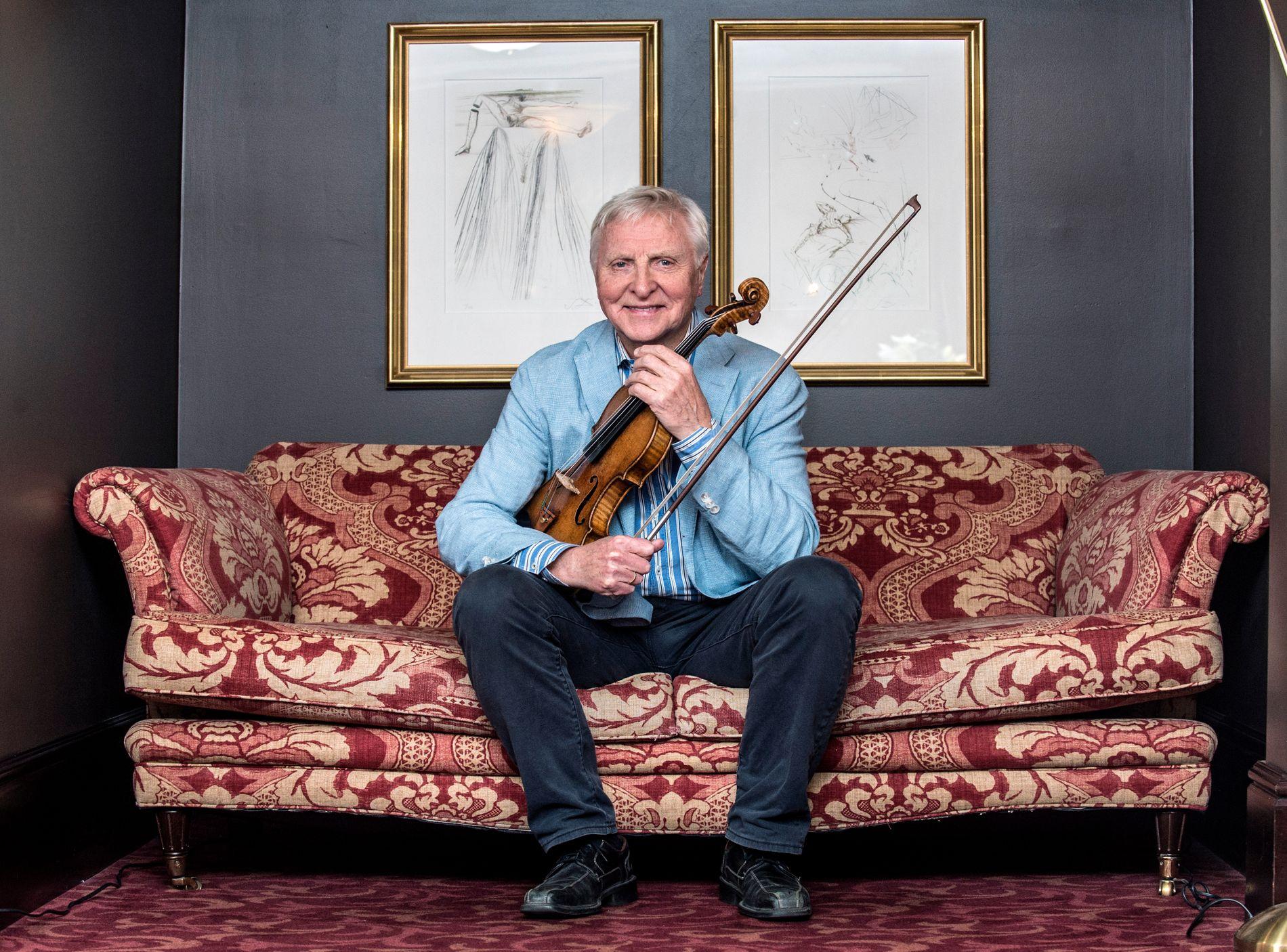 SOLGT: En tysk investor har kjøpt Arve Tellefsens fiolin for 80 millioner kroner. - Men jeg skal få spille på den så lenge jeg lever, sier Arve Tellefsen