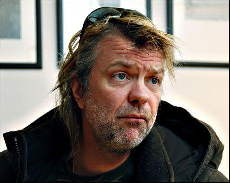 ÅPENHJERTIG: Alex Rosén forteller om sitt eget liv i TV-programmet «Litt av et liv». Foto: Magnar Kirknes