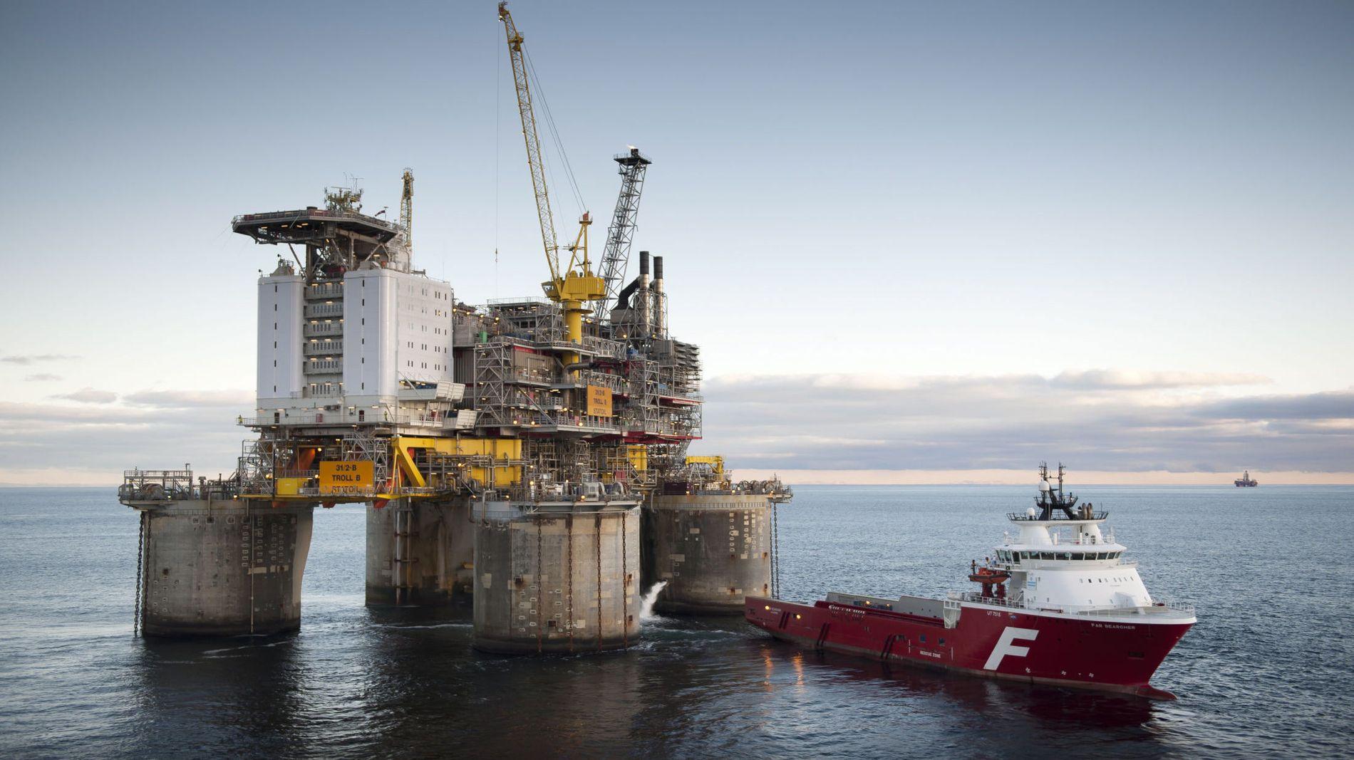 MINDRE OLJESKATT: Det ble samlet betalt inn 119,3 milliarder kroner i oljeskatt i løpet av fjorårets syv første måneder. I samme periode i år er skatteinngangen fra oljen nede i 94,6 milliarder. Det er en nedgang på 20,7 prosent, eller 24,7 milliarder kroner.
