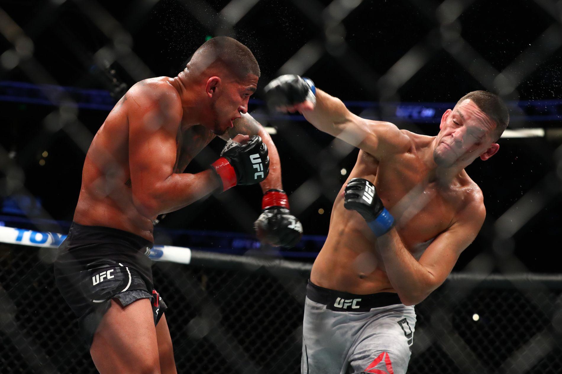TILBAKE: Nate Diaz (t.h.) gledet mange MMA-fans med sitt comeback mot Anthony Pettis (t.v.).