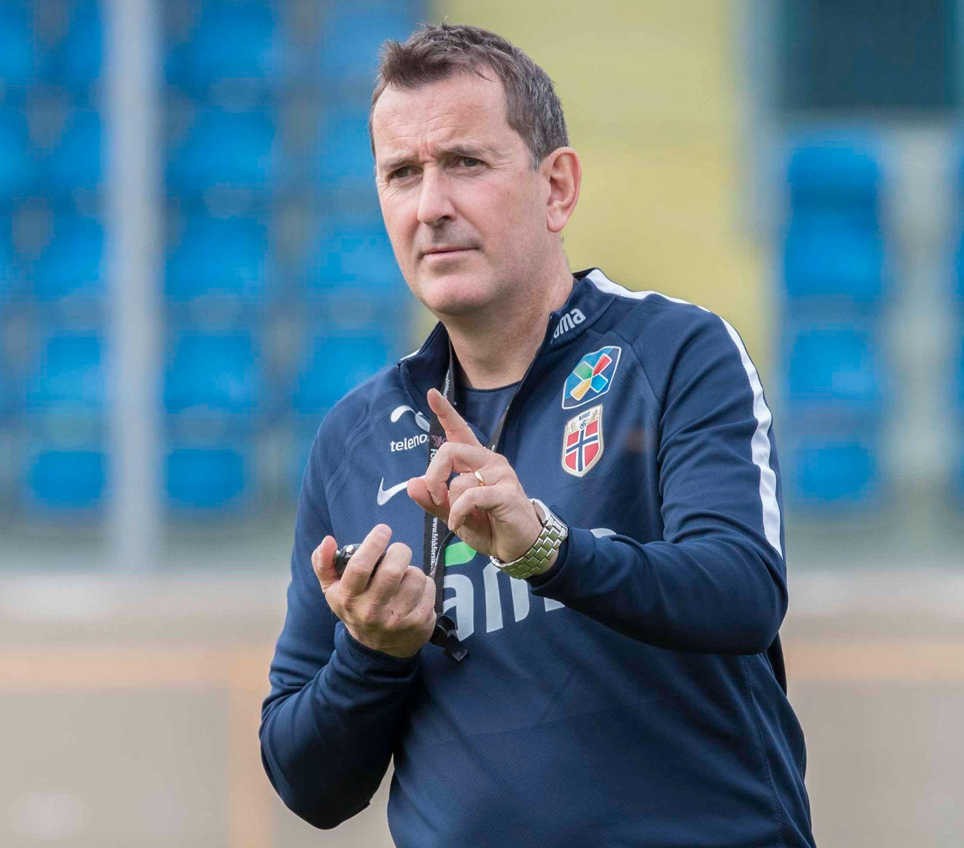 – BØR GÅ I SEG SELV: Per Joar Hansen (52) er kritisk til RBK-styrets håndtering av Ingebrigtsen-exiten i Rosenborg. Her på landskamp i San Marino høsten 2017.
