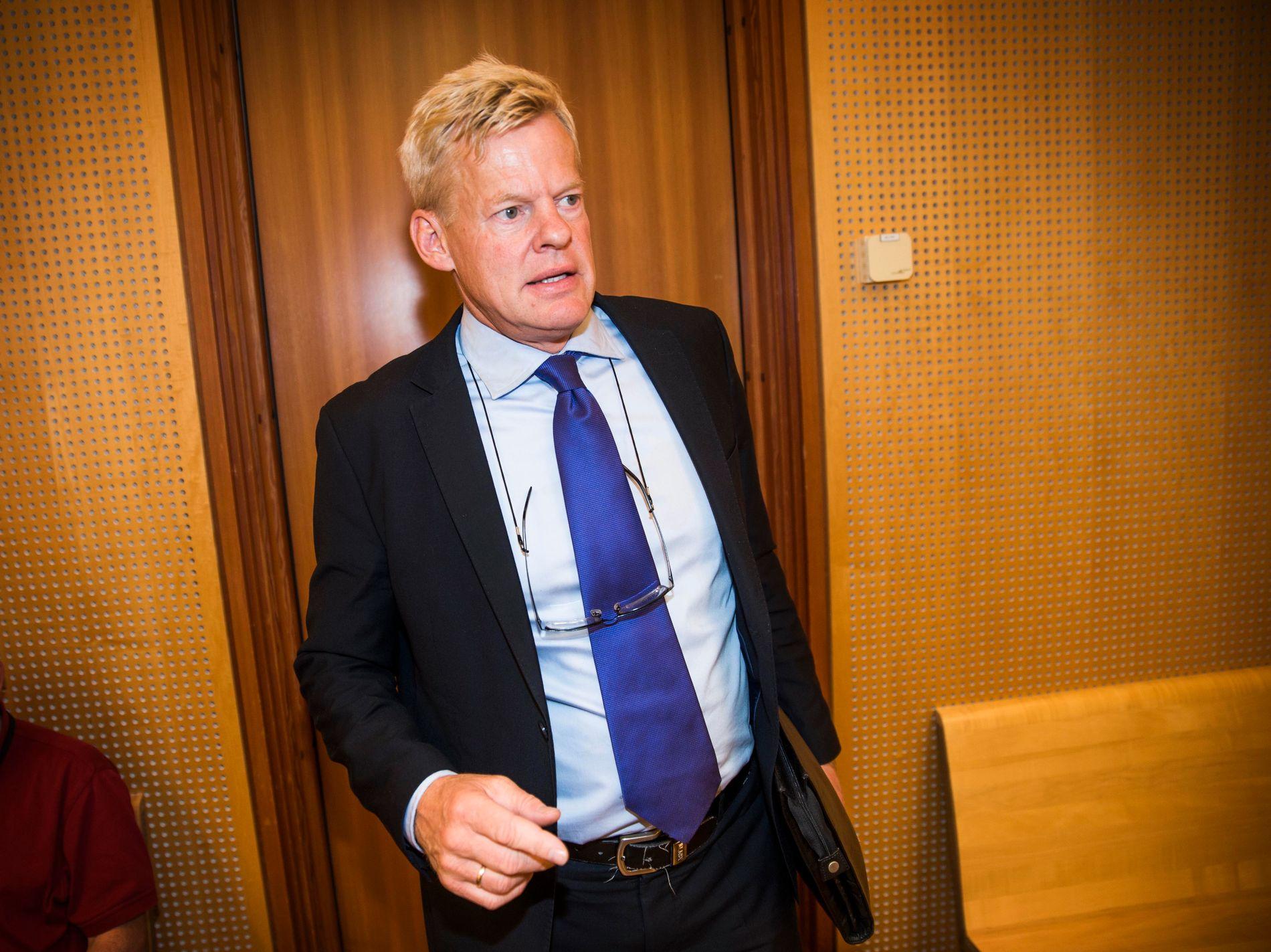 FORSVARER: Morten Furuholmen forsvarer 23-åringen.