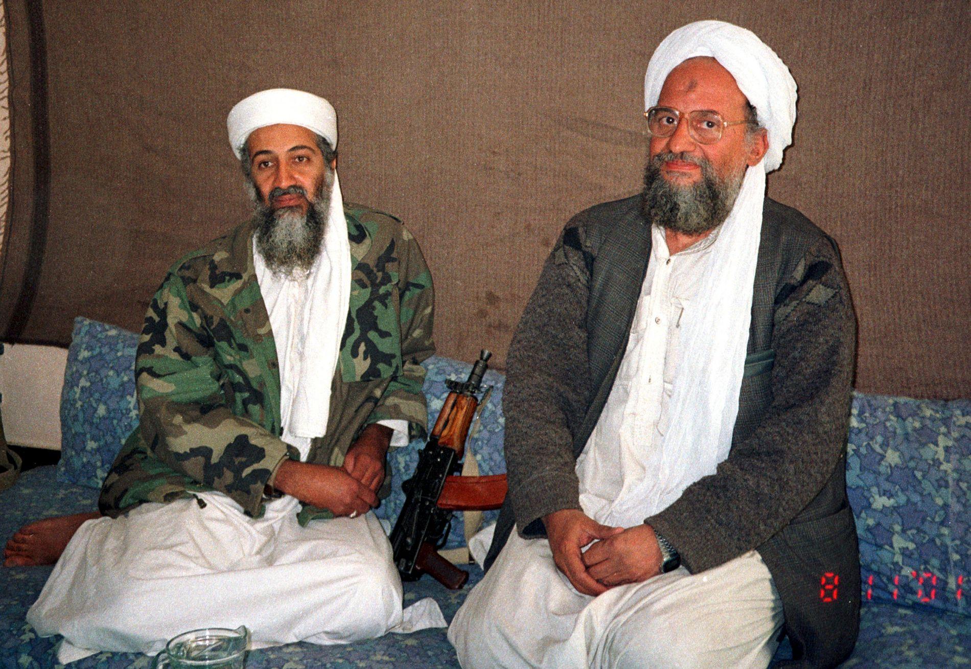 GRUNNLEGGERNE: Osama bin Laden sammen med sin nestleder Ayman al-Zawahiri. Sistnevnte ble leder for al-Qaida i 2011.
