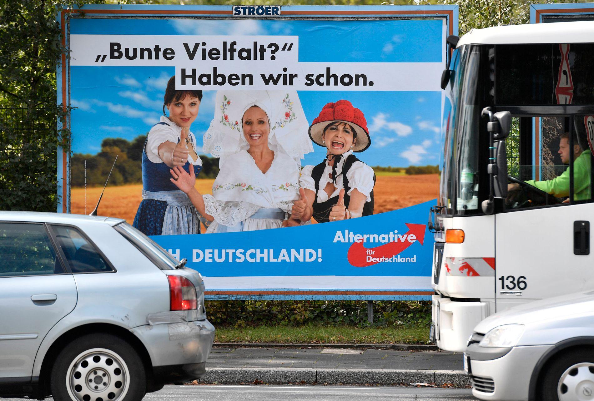SLAGORD: «Fargerikt mangfold? Det har vi allerede», står det på denne AfD-plakaten. Andre plakatslagord har vært: «Burka? Vi står ved bikini», og «Nye tyskere? Det lager vi selv».
