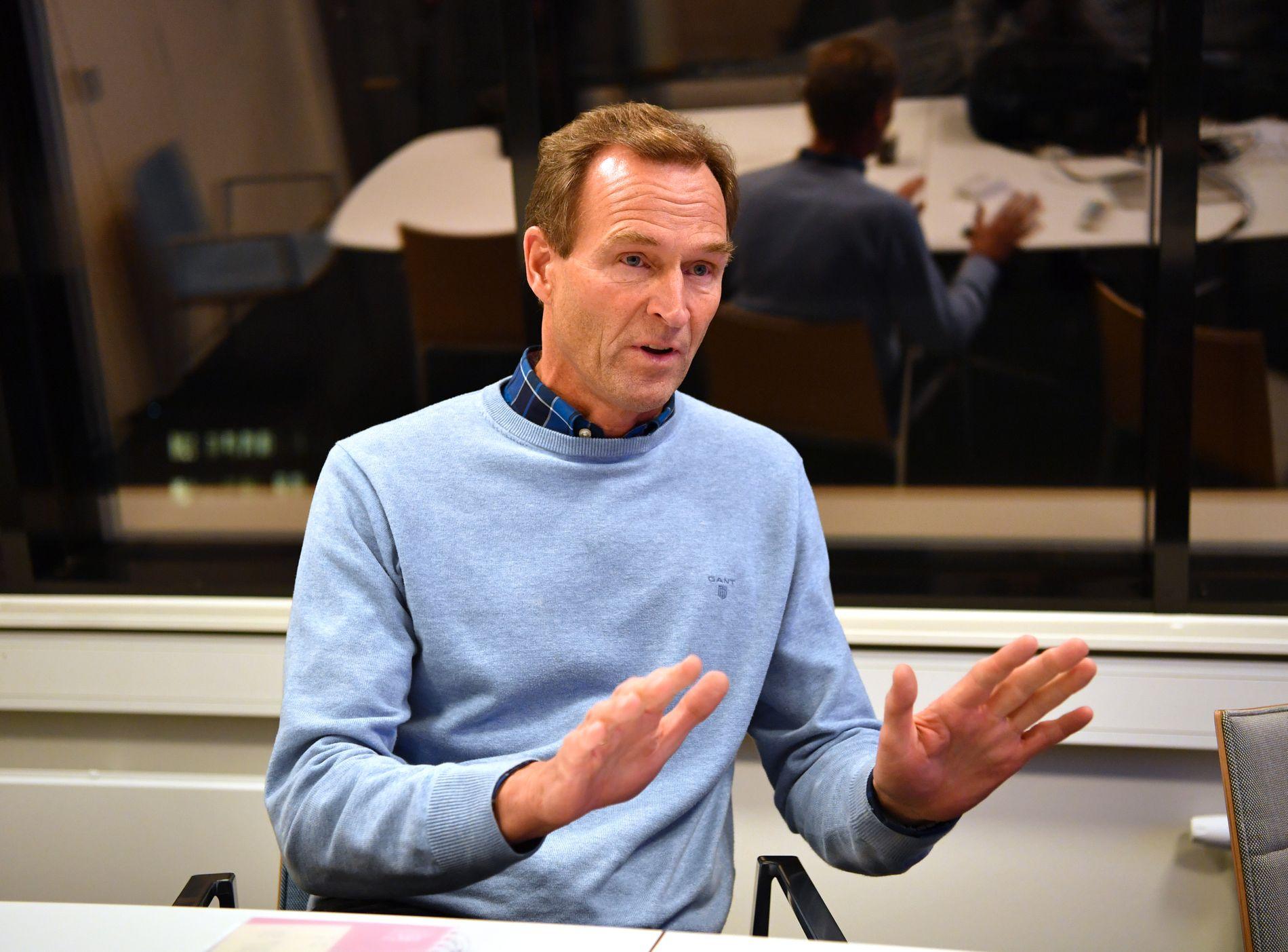 Generalsekretær Stein Opsal på et pressetreff i 2016, der han snakket om Therese Johaugs dopingsak. Advokatutgiftene fra den saken er en av flere ting som bidro til skiforbundets underskudd i 2017.