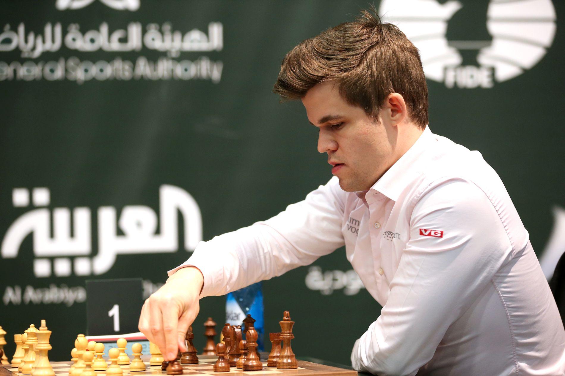 I SPILL: Selv om det ikke er mer enn fire måneder til VM-kampen begynner, kommer Magnus Carlsen ikke til å forlate turneringsbordet med det første.
