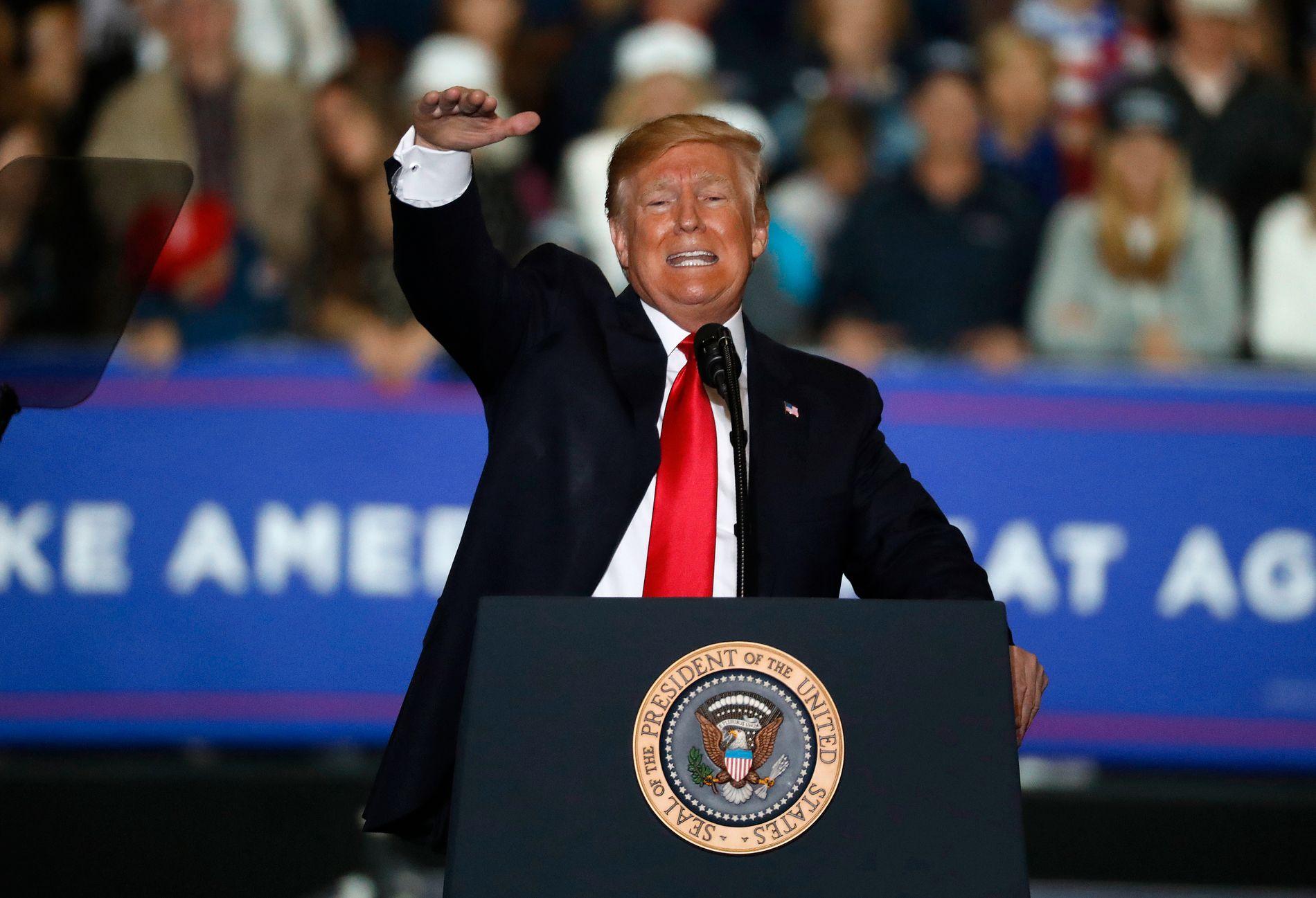 LANGET UT: USAs president Donald Trump talte under et arrangement i Washington i Michigan lørdag kveld.