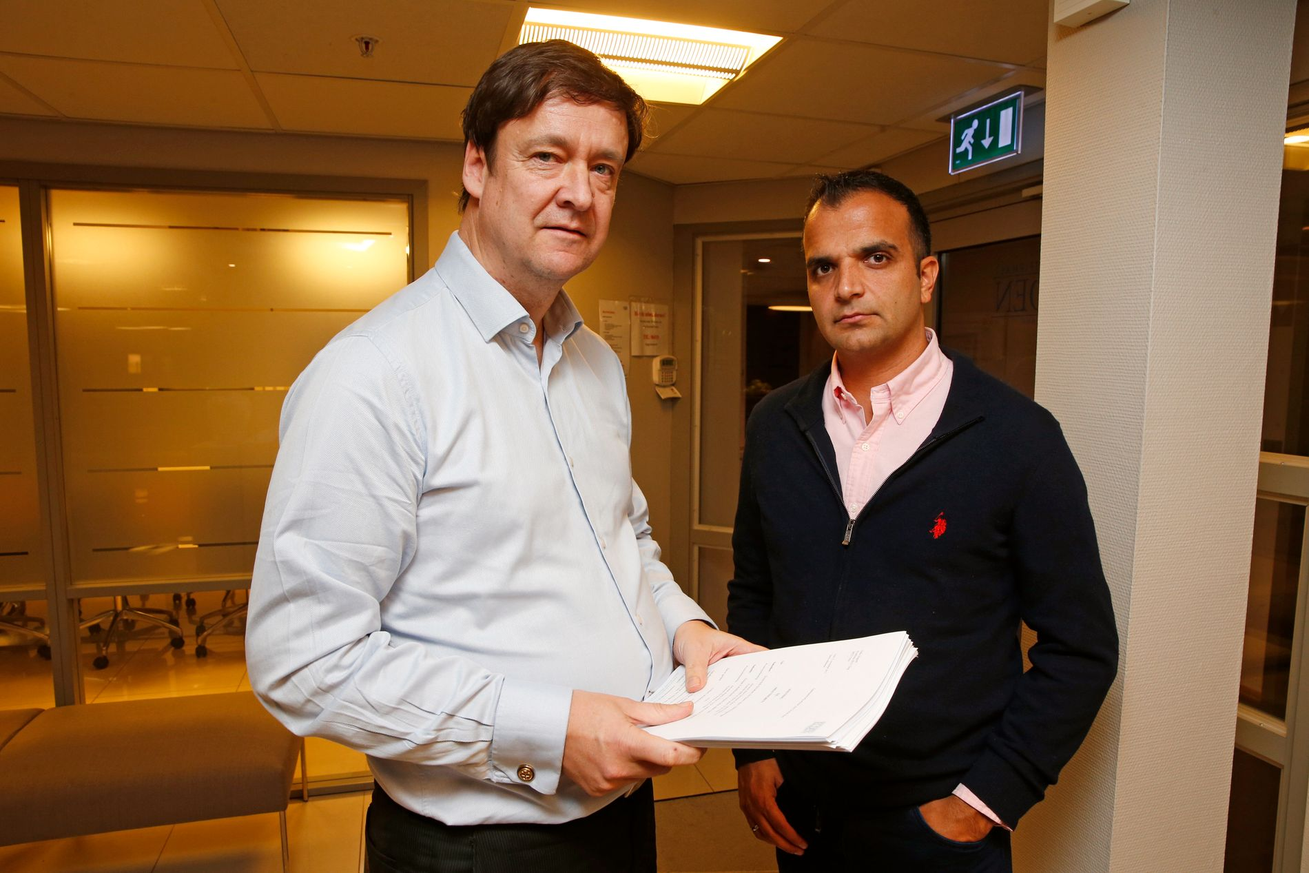INNGIKK FORLIK: Tidligere toppdommer Svein-Erik Edvartsen, her avbildet sammen med sin advokat John Christian Elden (til venstre).