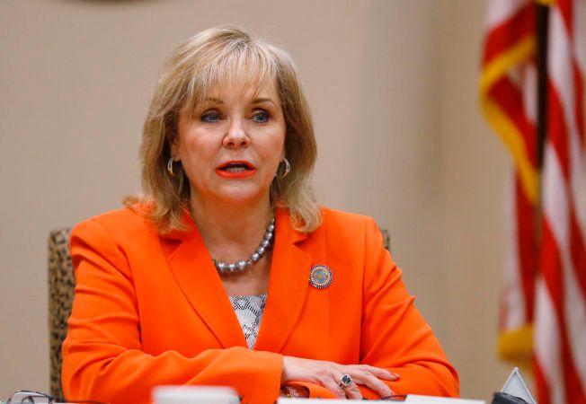 UTSETTER DØDSSTRAFFEN: Oklahoma-guvernør Mary Fallin hadde ingen planer om å utsette henrettelsen av Richard Glossip. Det gikk hun tilbake på onsdag.