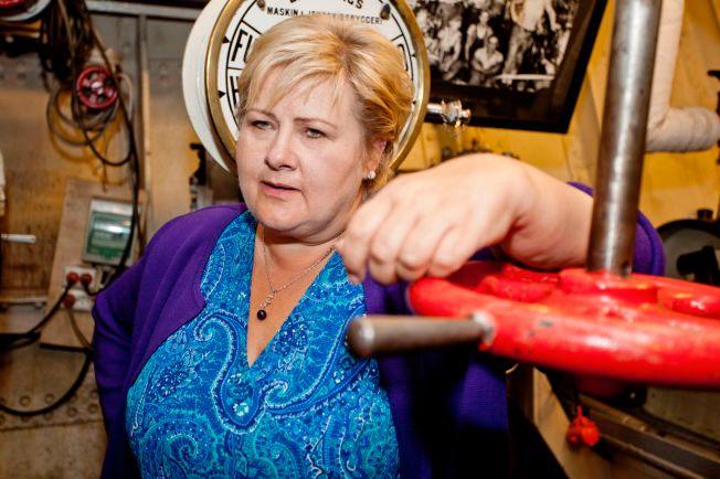NY SKATTEJAKT: Statsminister Erna Solberg var i går om bord i museumsskipet «Hestmanden», som i dag er et minnesmerke over krigsseilerne etter at det kom uskadet gjennom både første og andre verdenskrig. Skipet ligger til kai i Marvika i Kristiansand.