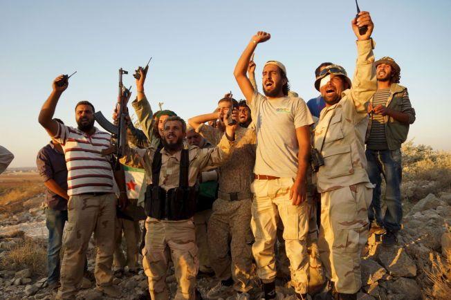 UTVIKLING I SØR: Mer moderate opprørere i byen Deraa i august i år.