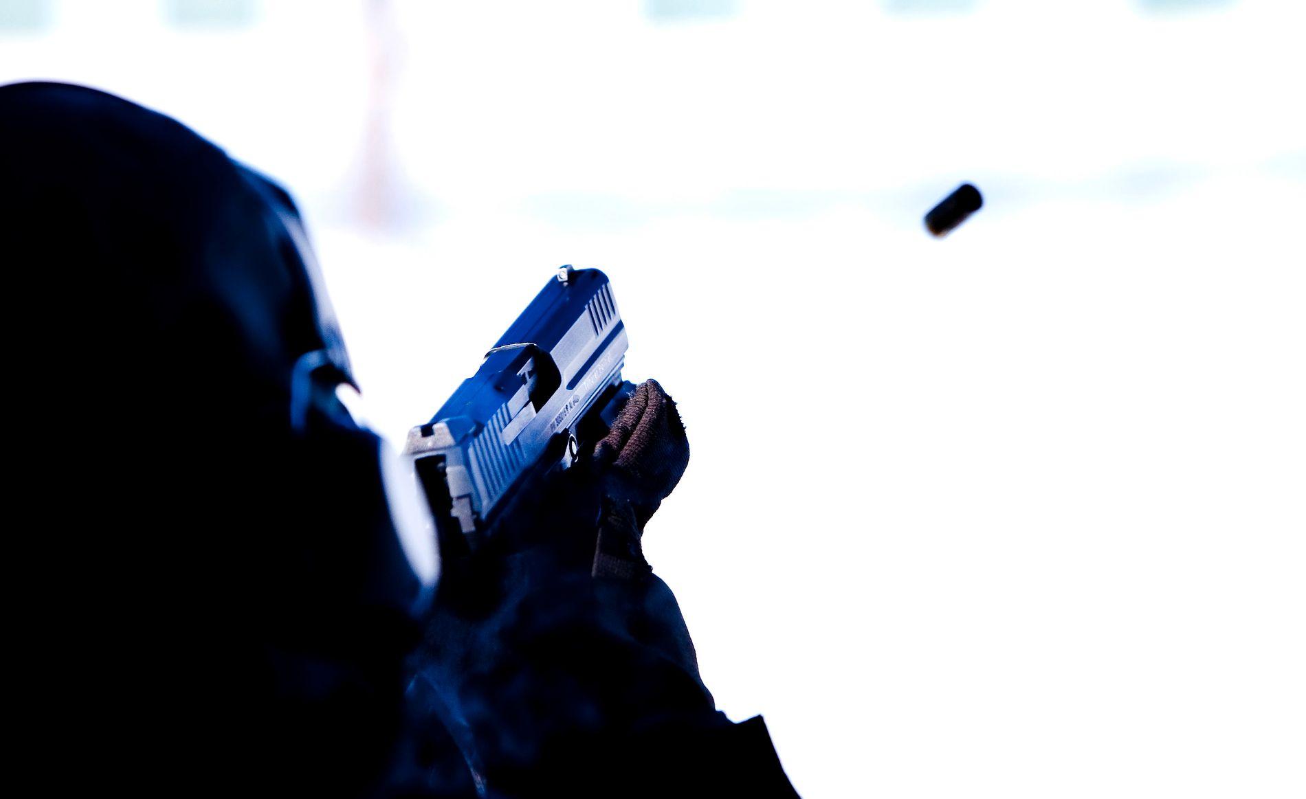 VÅDESKUDD: En politistudent avfyrte et vådeskudd på trening i Stavern i april. Bildet viser pistoltrening på Politihøgskolen i Kongsvinger.