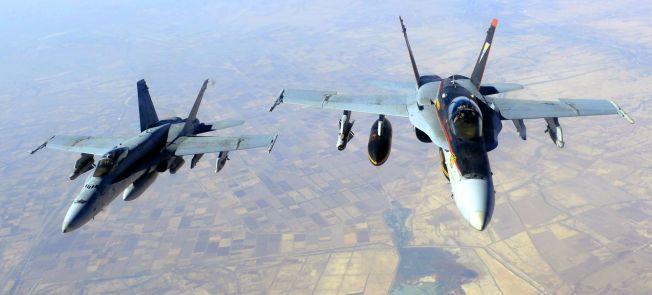 F18: To amerikanske jagerfly på oppdrag mot IS over Irak. Bildet er fra oktober i fjor.