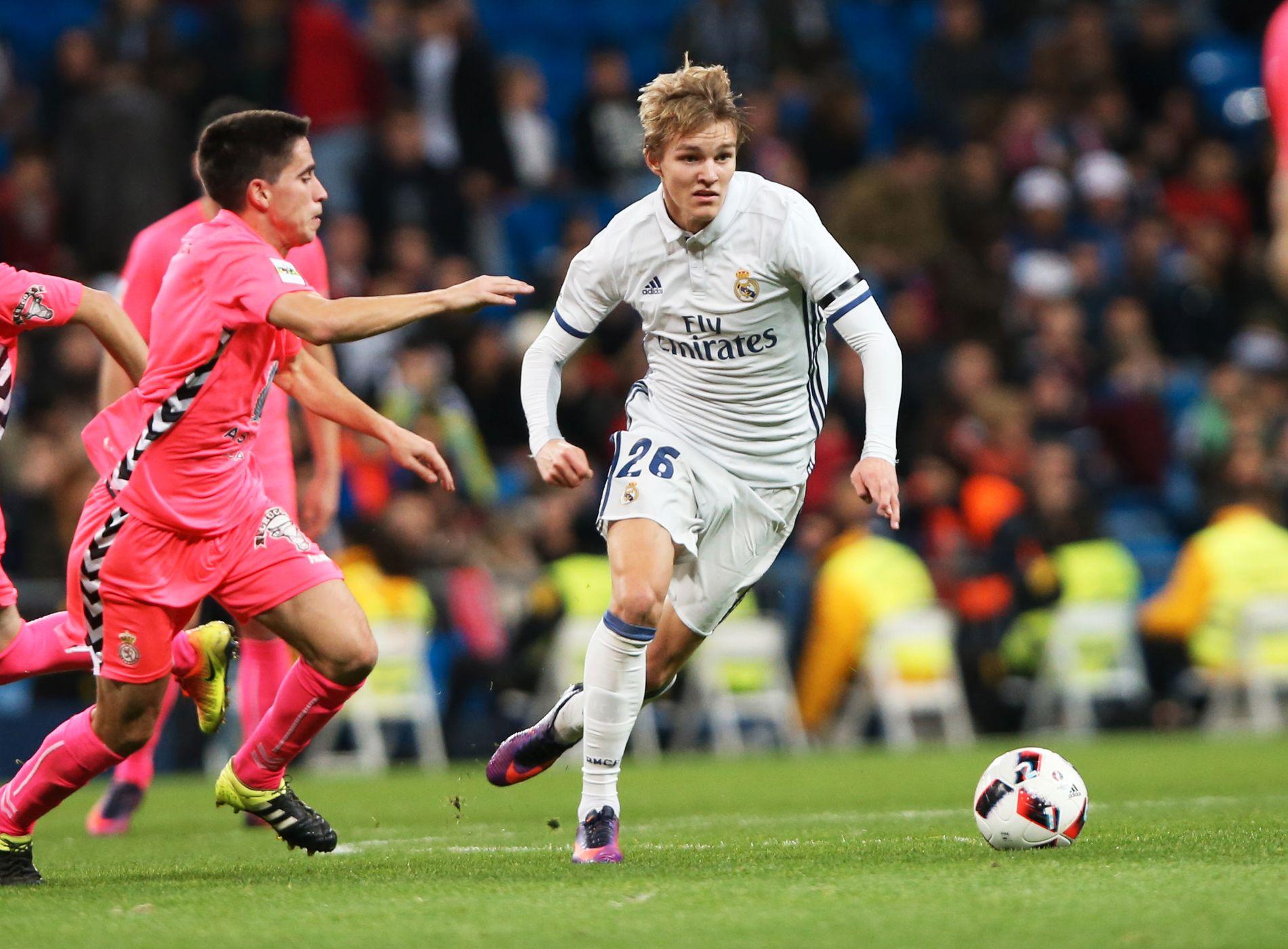 FIKK SKRYT: Martin Ødegaard viste mange gode involveringer da han startet sin første obligatoriske kamp for Real Madrid i onsdagens cupkamp mot Cultural Leonesa. Real Madrid vant kamp med 6-1.