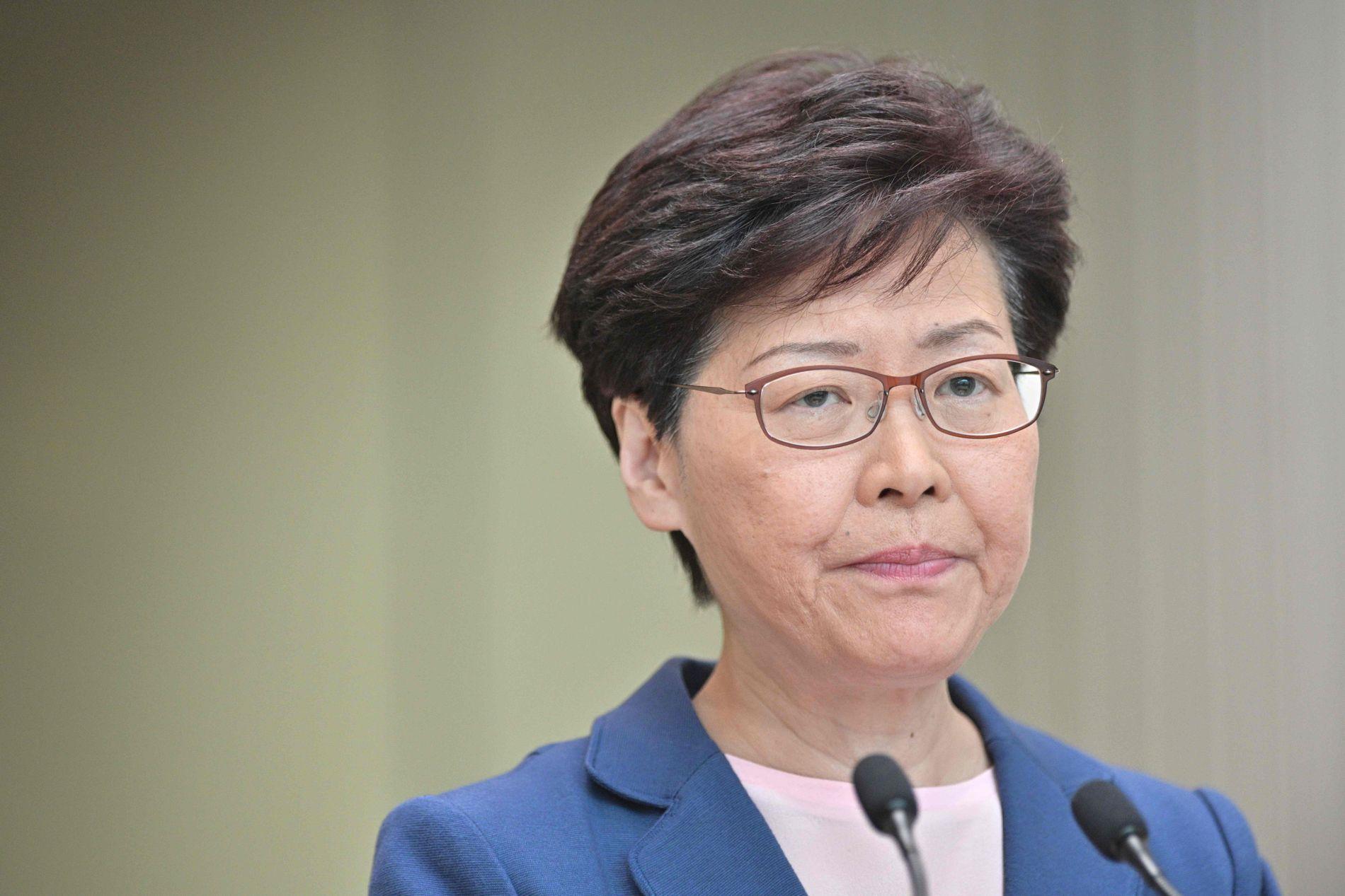 SKJERPER TONEN: – Volden vil føre til at det ikke er noen vei tilbake for Hongkong, sier Carrie Lam tirsdag.