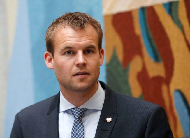 STILLER SPØRSMÅL: Nestleder i justiskomiteén, Kjell Ingolf Ropstad (KrF), ønsker svar på hvorfor det ikke er noen automatikk i at politimestere varsler Spesialenheten om vådeskudd.