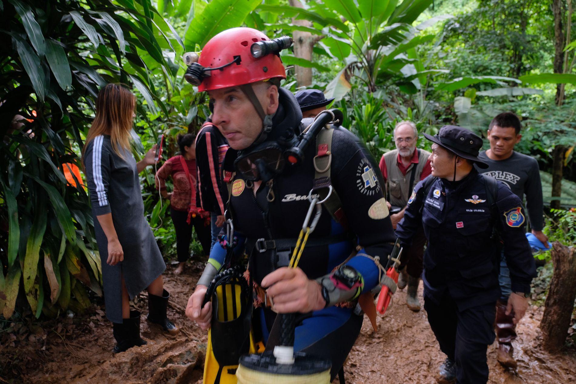 VERDENSREKORD: Richard Stanton har sammen med John Volanthen verdensrekord i grottedykking. De er sentrale når guttene skal ut.