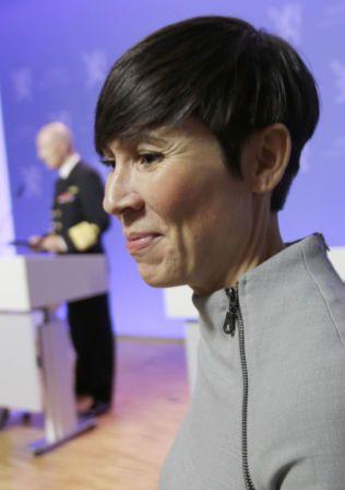 VARSLER STORE OMLEGGINGER: Forsvarsminister Ine Eriksen Søreide (H).