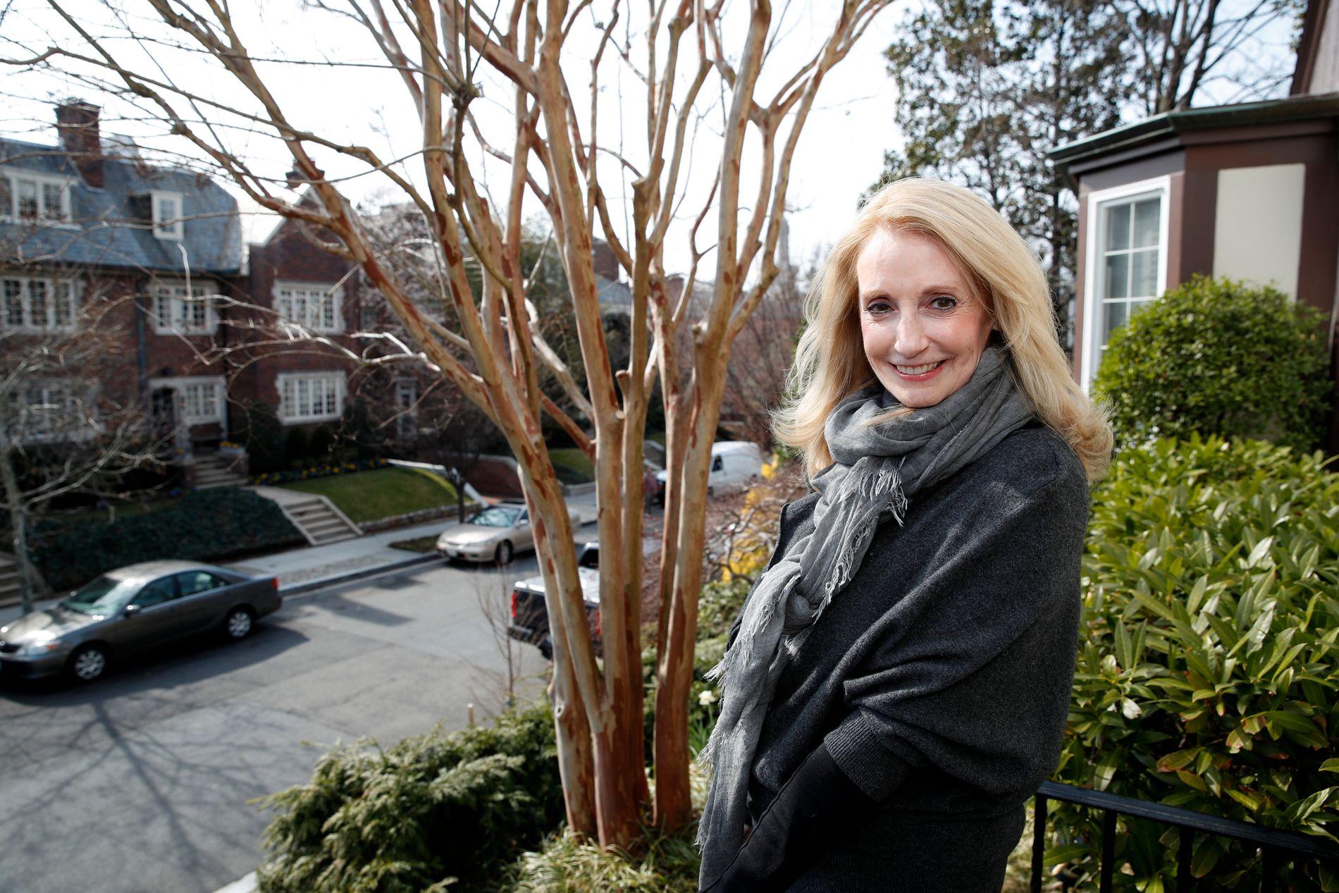MISFORNØYD: Advokat Rhona Wolfe Friedman er en av Ivanka Trumps nye naboer i Kalorama som ikke er helt fornøyd med de nye forholdene i gaten. Foto: Alex Brandon/AP