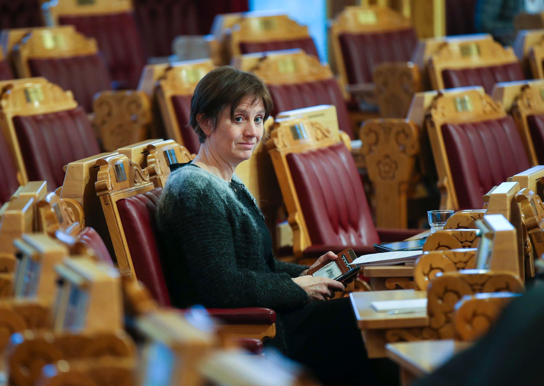 VIL HA SVAR: Senterparti-politiker Kjersti Toppe etterlyser svar på hvordan nattransport-praksisen har fått utvikle seg.