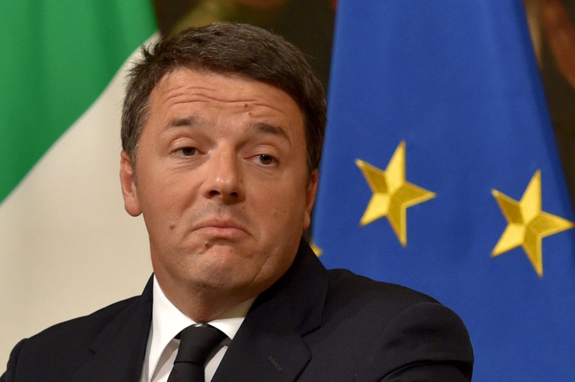 GÅR AV: Italias statsminister Matteo Renzi annonserer sin avgang etter å ha fått nei-flertall mot seg i folkeavstemningen om grunnlovsreformer søndag.