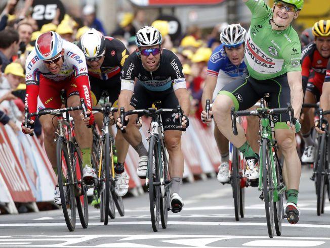 SLITER I TOUREN: Mark Cavendish (i midten) blir en av Alexander Kristoffs (t.v) farligste konkurrenter i dag. I mellom de to: Edvald Boasson Hagen. Til høyre Andre Greipel som syklet inn til seier på den femte etappen i Tour de France.