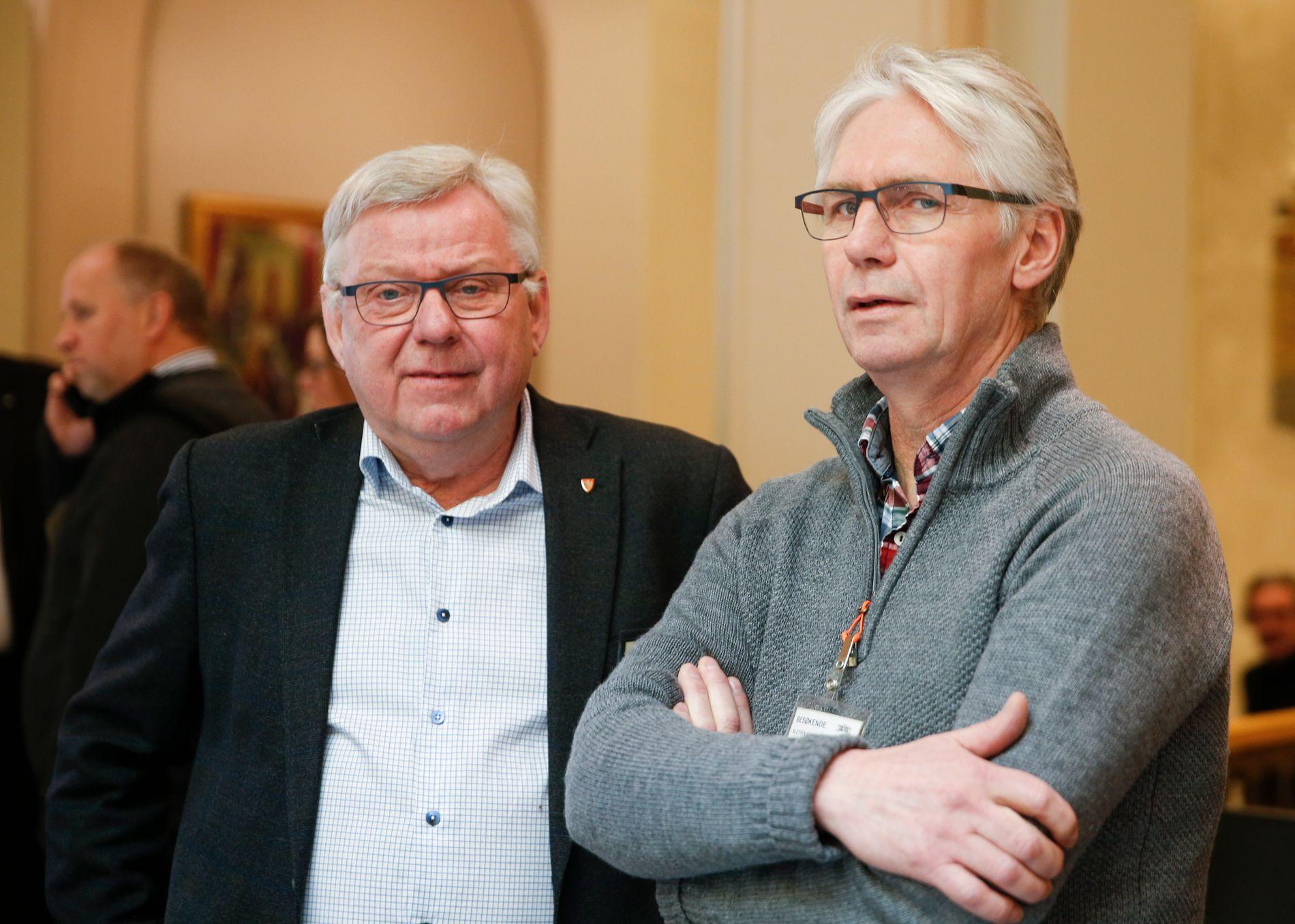 MANGLER TILLIT: Ordførerne fra Trysil og Elverum, Erik Sletten (Sp) og Erik Hanstad (H), fotografert i Stortingets vandrehall i januar i år.