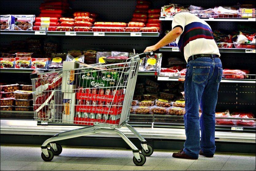 HANDLEVANER: I en stor ny undersøkelse fra Forbrukerrådet kommer det fram at mange nordmenn er opptatt av pris når de handler mat, men at kvalitet er mer viktig. Foto: THOMAS ANDREASSEN