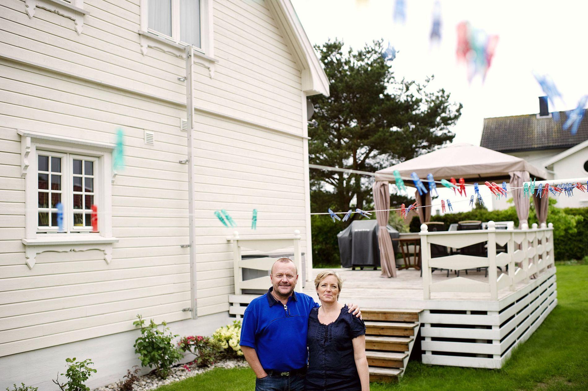 Lønnsomt:Rune og Bente Orderud sitter igjen med 26.000 kroner mer i året etter at lån og forsikringer er flyttet.