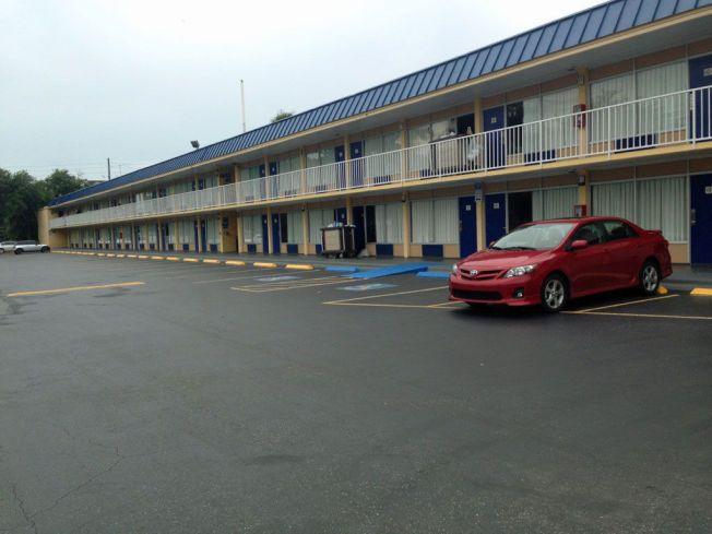TO STJERNER: Hotellet tilhører kjeden Days Inn, som har en lang rekke hoteller i USA og andre steder i verden.
