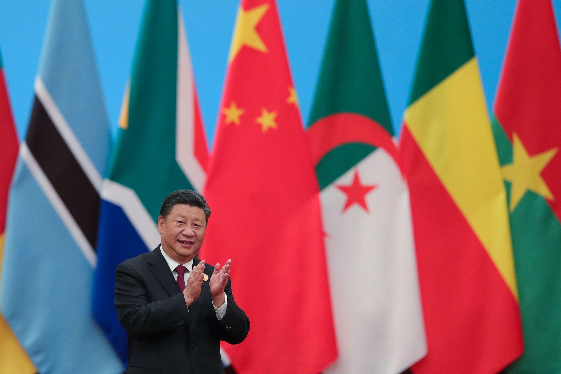 APPLAUDERER SAMARBEID: President Xi Jinping åpnet toppmøtet med afrikanske ledere i Folkets store sal i Beijing.