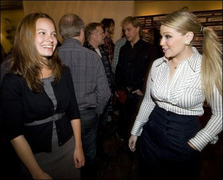 BEGGE NOMINERT: Maria Haukaas Storeng (t.h.) og Marit Larsen på dagens pressekonferanse i Oslo. Foto: Scanpix