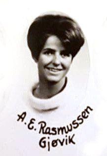 I 1968: Her er Anne-Elisabeth Hagen, med pikenavnet Rasmussen, avbildet i 1968, i forbindelse med at hun gikk på Viken Kristelige Folkehøgskole. Senere tok hun navnet Falkevik som mellomnavn.