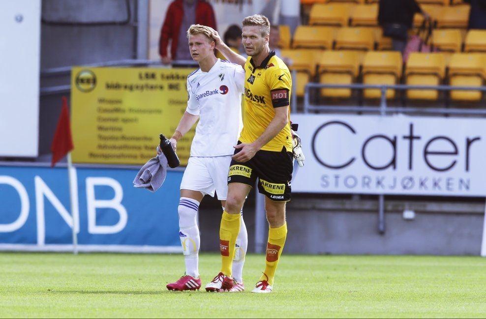 FIKK TRØST: LSKs Frode Kippe syntes synd på Borger Thomas da han ble utvist i sin Tippeliga-debut for Stabæk. Foto: Cornerlius Poppe / NTB scanpix