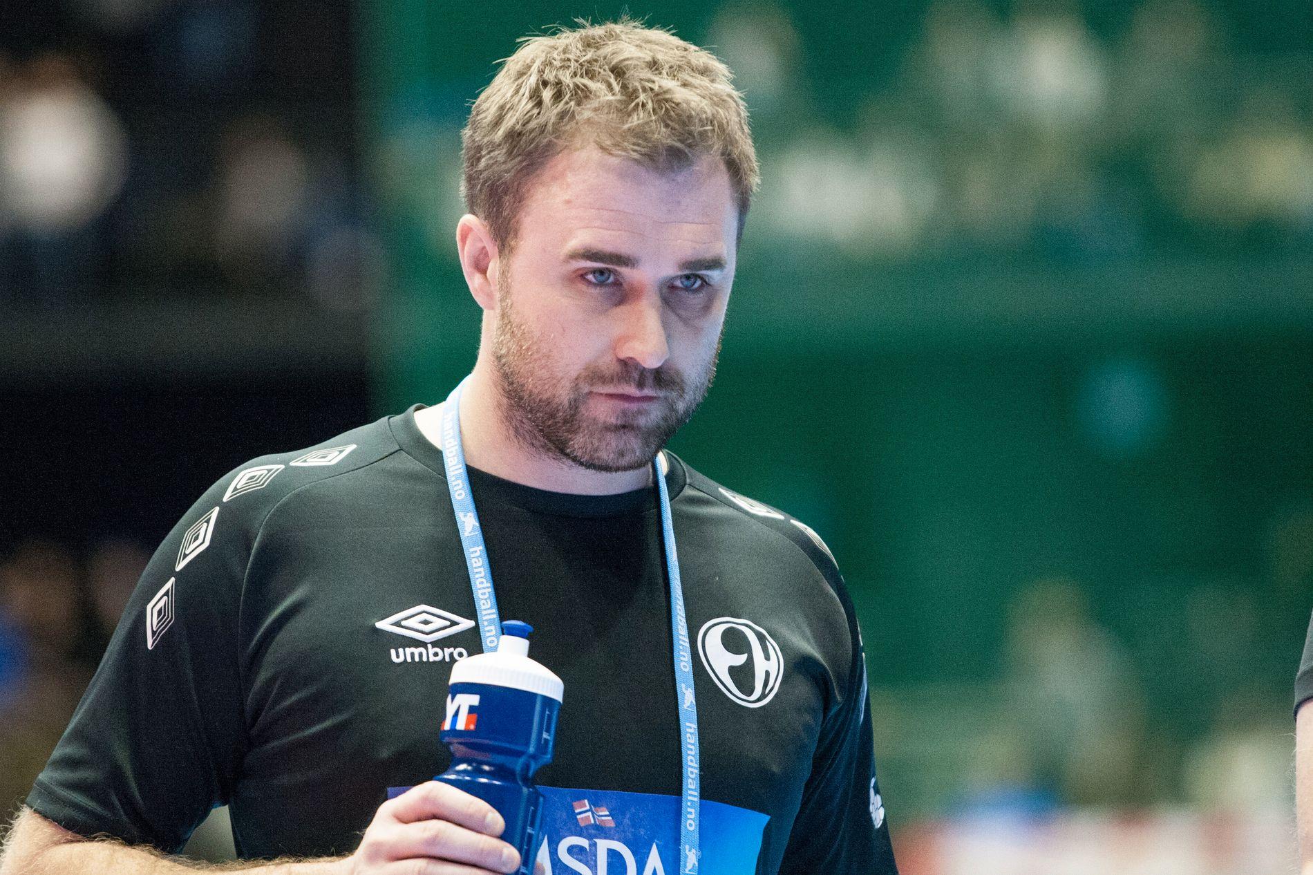 STORSEIER: Elverum-trener Mikael Apelgren fikk se sitt lag valse over nyopprykkede Nærbø i seriepremieren. Her avbildet under cupfinalen i 2016.